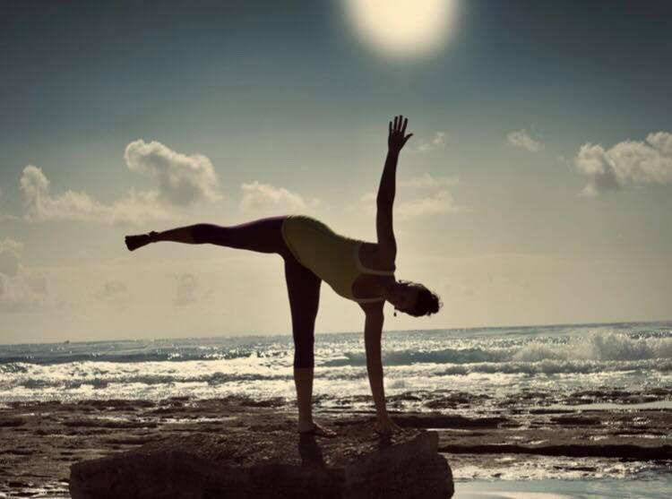 haluta yoga_半月のポーズ